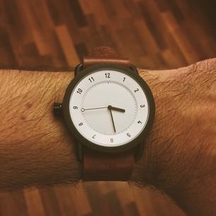 Несколько раз спрашивали, почему я продаю такие замечательные часы Pebble. Нет, Pebble и правда замечательные. Но я нашёл ещё лучше. По-крайней мере, дизайн этих часов отвечает моим критериям о прекрасном. #pebble #tid #tidwatches #watch