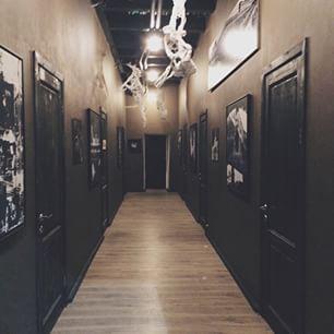 В коридоре перед #htmlacademy какое-то арт-пространство.