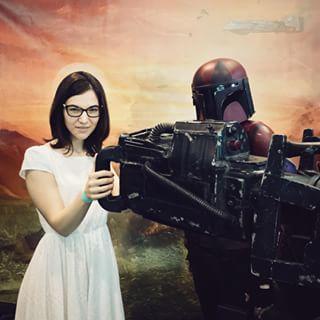 Алёнка решила-таки начать смотреть звёздные войны и теперь не теряется на конвенте.