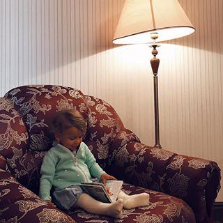 «Папа не волнуйся, я просто посижу в кресле и почитаю книжку»